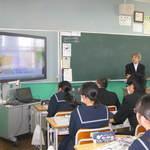 阪神・淡路大震災 朝日中授業で被災経験語る 本紙・三好アドバイザー