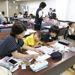 須磨図書館 学びの夏 小学生新聞づくり教室に23人