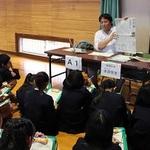 取材の面白さに興味津々 加古川・野口南小で本紙記者ら授業