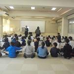 「新聞から正しい情報を」 本紙社員が授業 神戸・南落合小