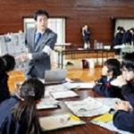 児童 仕事のやりがい学ぶ 高砂小で授業 新聞記者、保育士など
