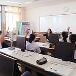 地域で取材 やりがい語る 三田祥雲館高で講話 本紙記者も登壇