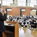 加古川・氷丘中の生徒 震災取材の体験を聞く 本紙デスクが授業