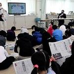 新聞社見学 教室で体験 神戸・東舞子小 本紙の出前講座